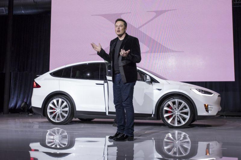 İlon Mask Model Y elektromobilini təqdim edib