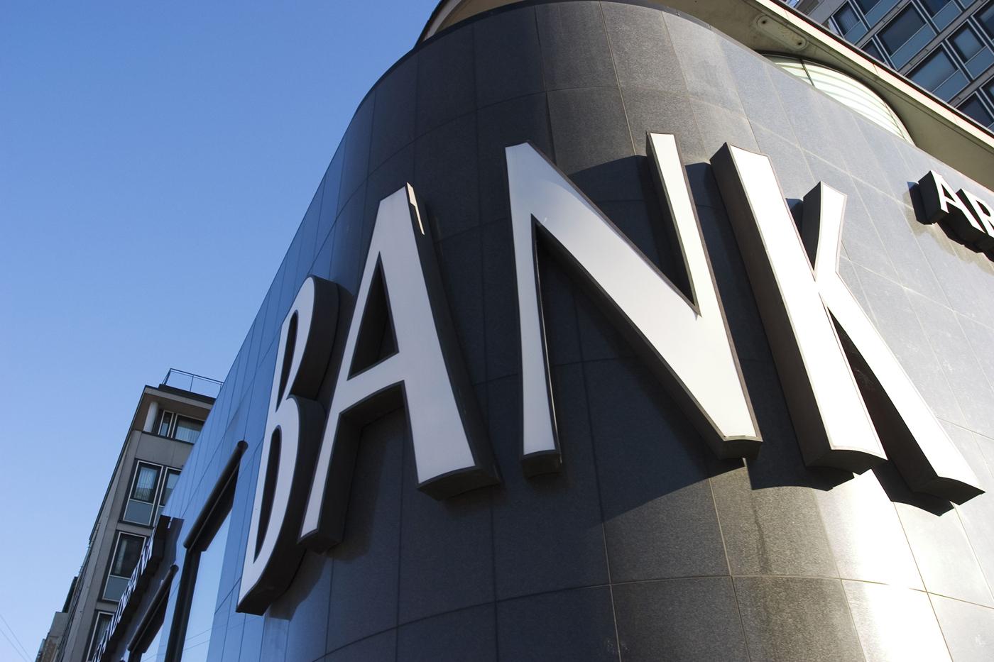 Səhmdarlarının sayı 100-dən artıq olan banklar