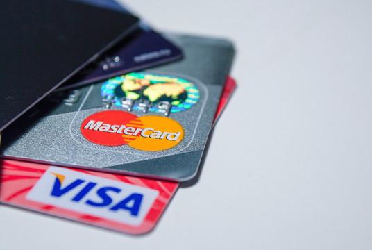 Российские ритейлеры пожаловались в ФАС на размер межбанковских комиссий Visa и Mastercard