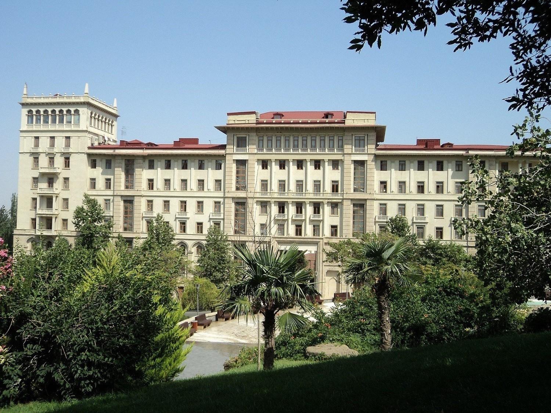 В Азербайджане продлен особый карантинный режим