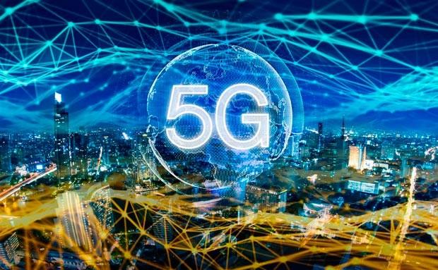 Huawei çoxlu sayda 5G dətəkli sartfon üzərində çalışır