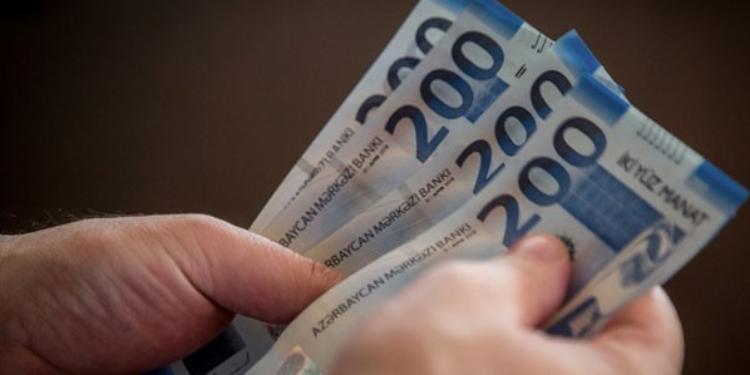 Orta aylıq maaş 720 manatı keçib
