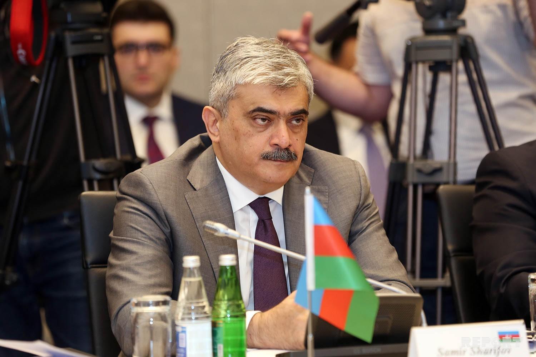 Азербайджан заменит долг в инвалюте на долг в национальной валюте