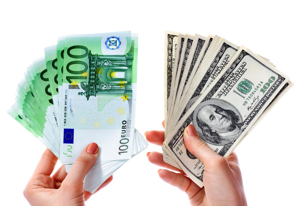 Azərbaycanda dollar ucuzlaşıb, avro bahalaşıb
