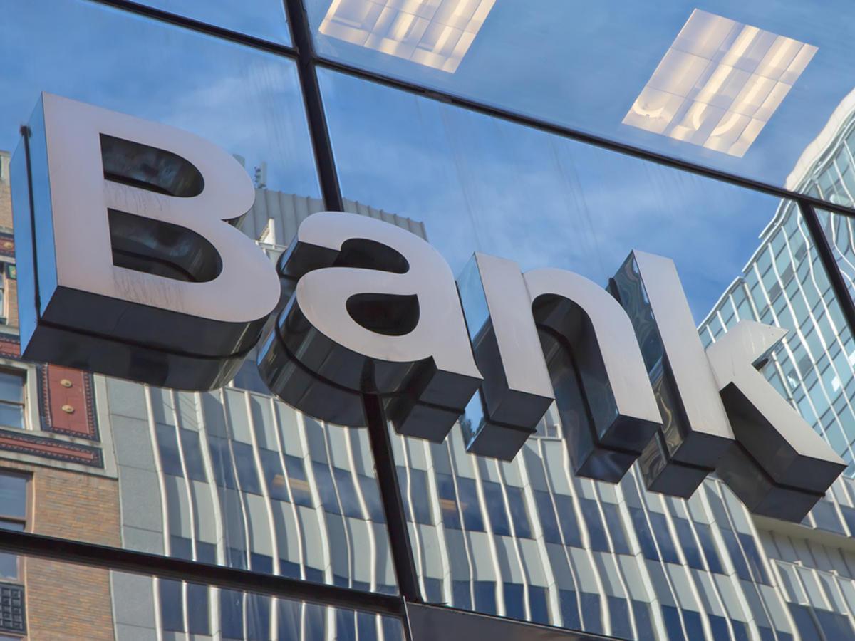 Kommersiya banklarının AMB-yə öhdəlikləri azalıb