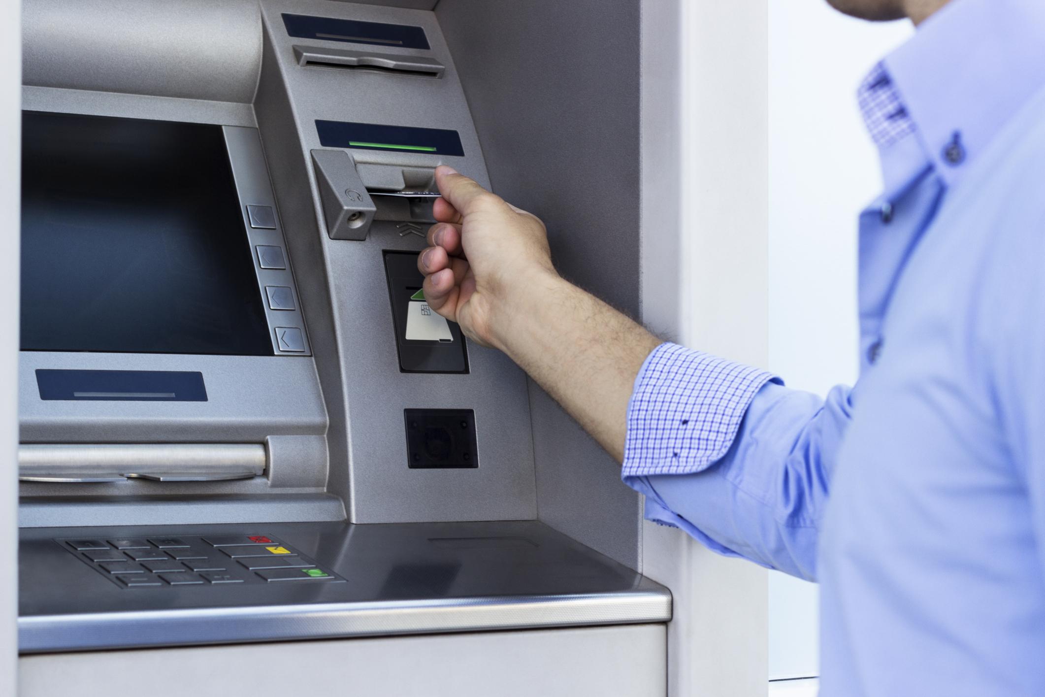 Azərbaycanda bankomatların sayı bir ayda 100-dən çox azalıb