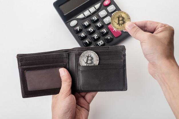 Bitcoin-in ənənəvi valyutalarla müqayisədə hansı üstünlükləri var?