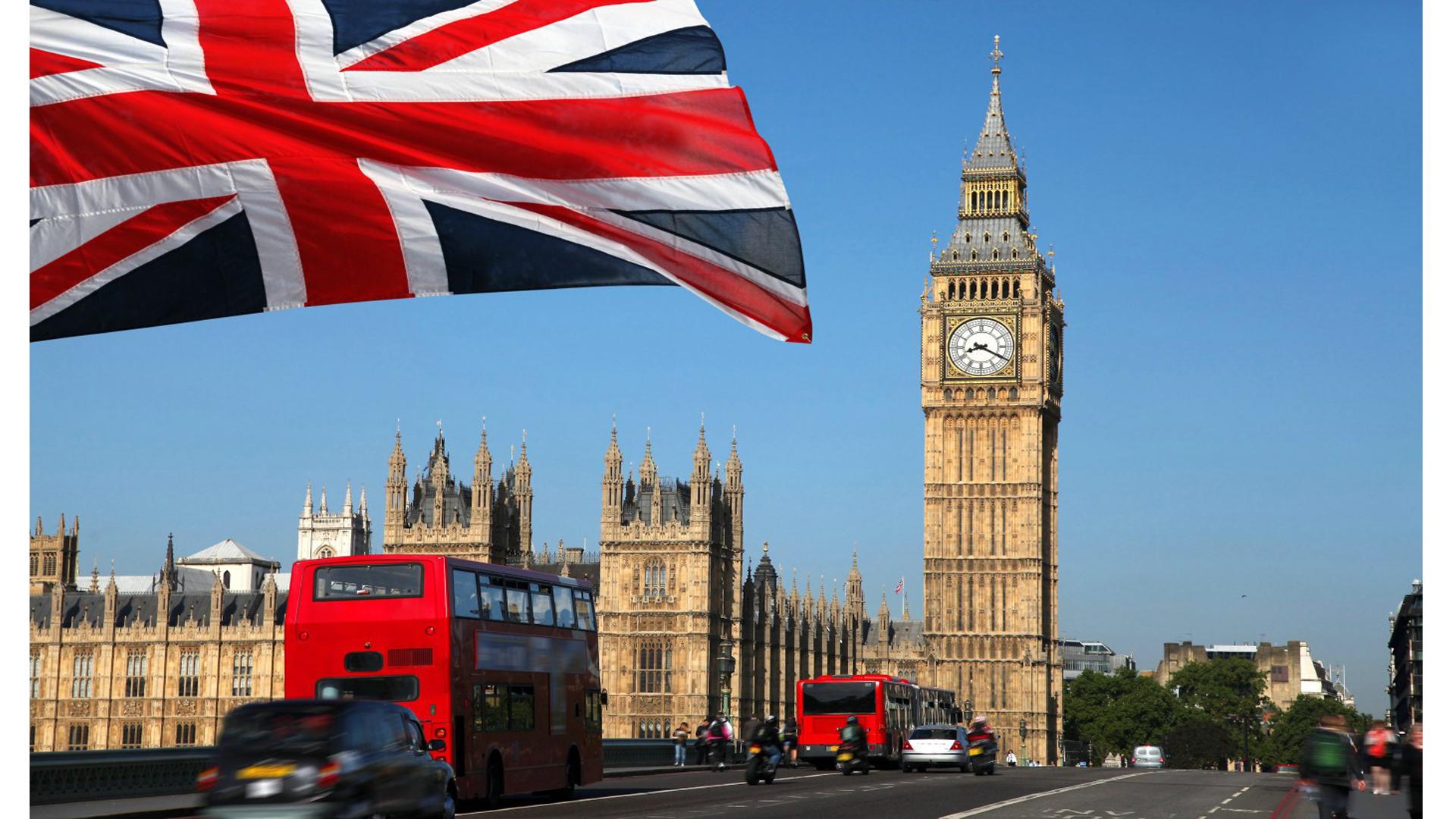 Böyük Britaniya plastik torbalara tətbiq olunan vergini ikiqat artıracaq