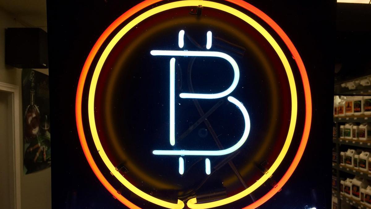Bitcoin taxtından enir - Bir nömrəli kriptovalyuta hansı olacaq?
