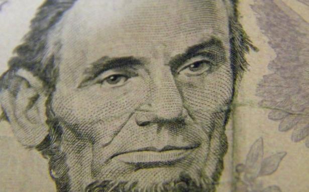 Dollar indeksi yenidən psixoloji həddi ötüb