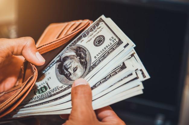 Əhali avqustda dollar alışını 3% artırıb