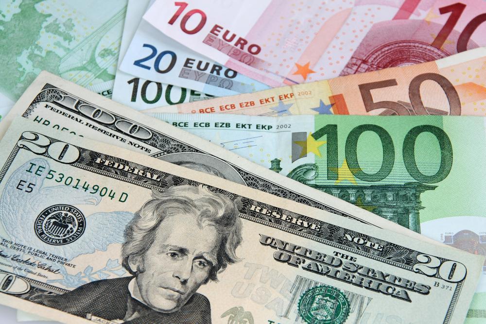 Azərbaycanda dollar ucuzlaşıb