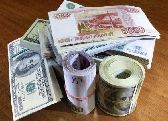 Rusiyada dollar ucuzlaşdı