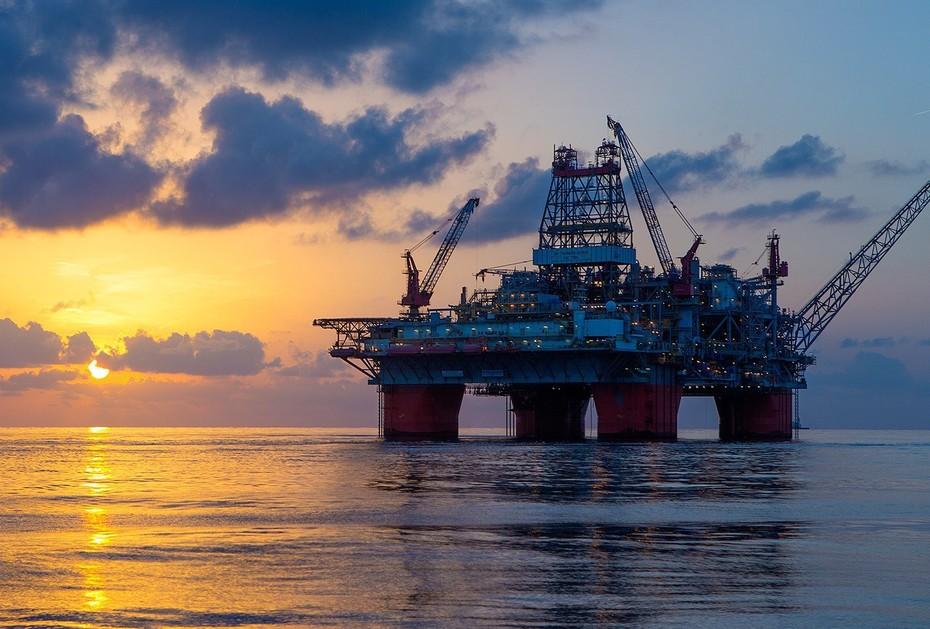 Qlobal neft istehsalı artıb