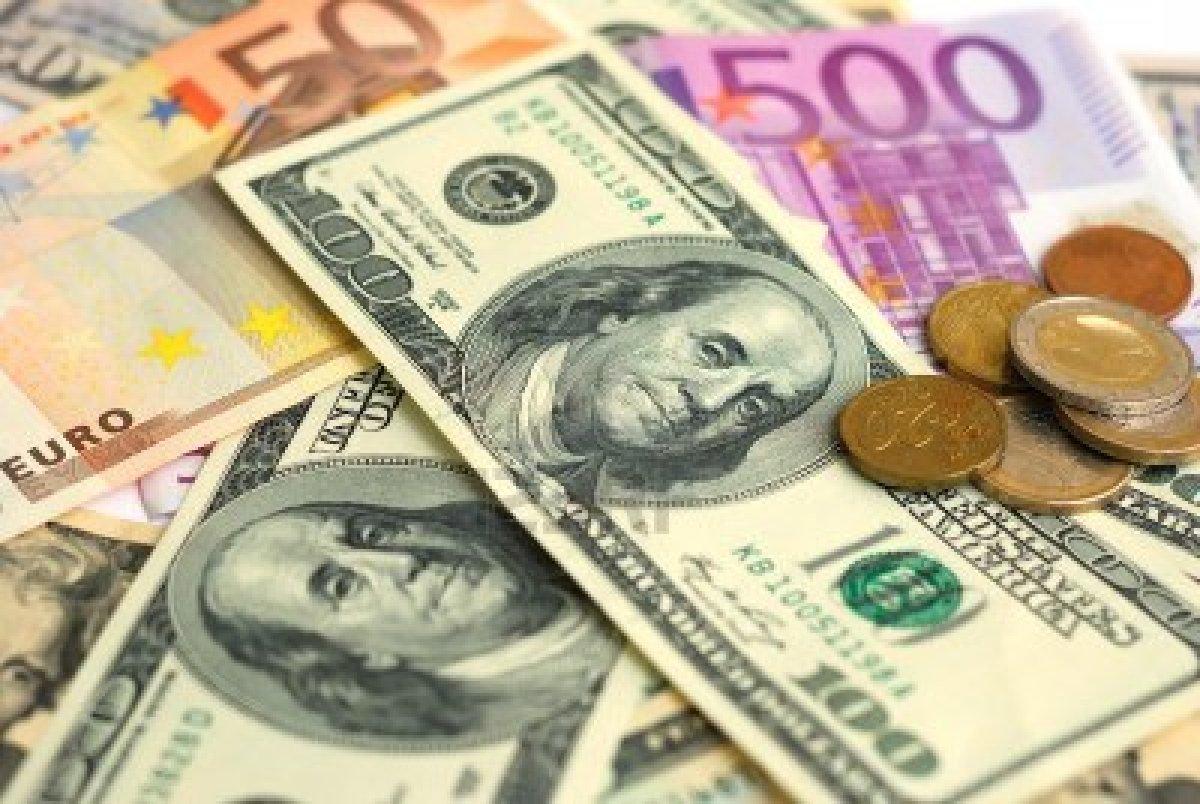 Dolların qəddi bükülür