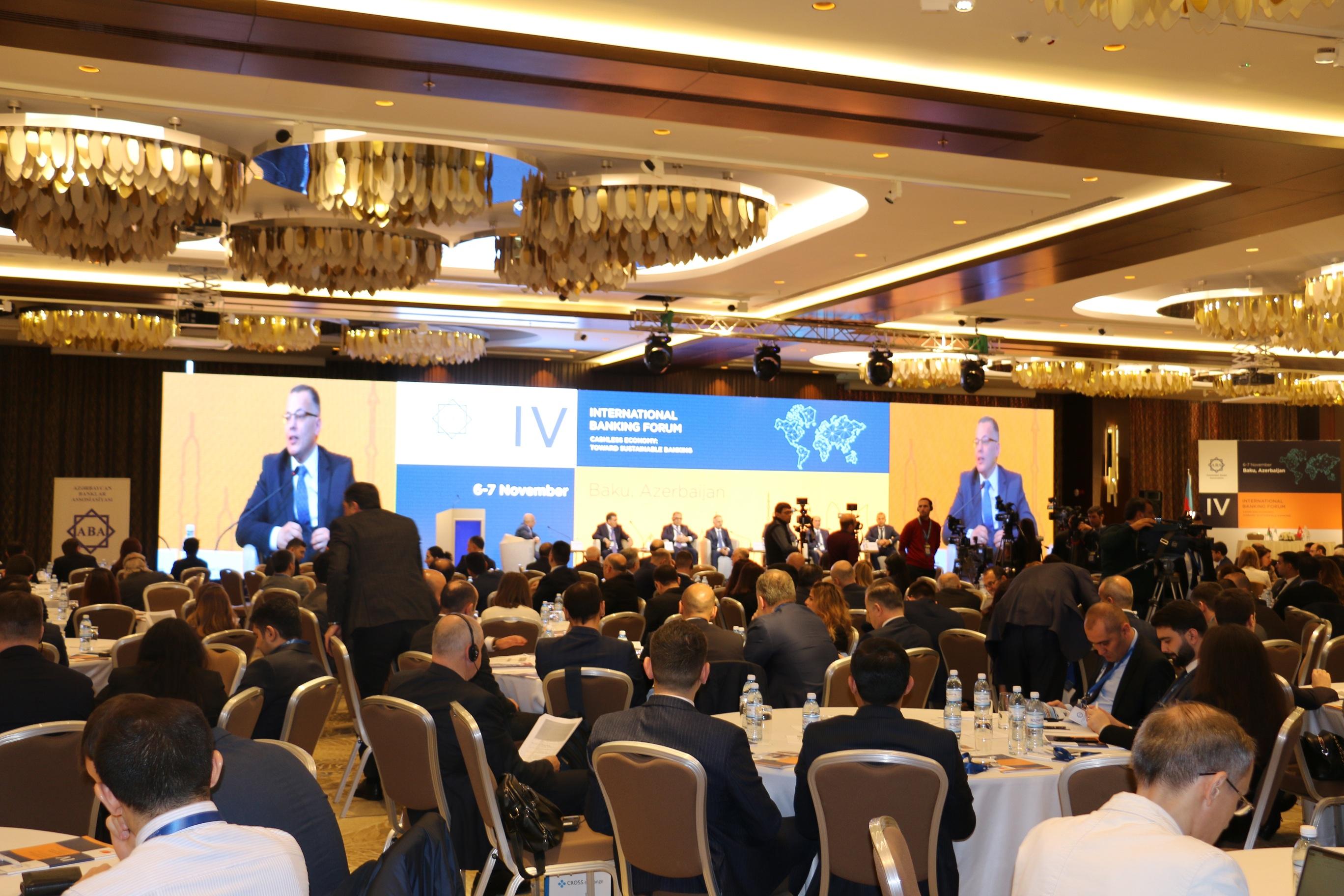 NAĞDSIZ İQTİSADİYYAT: DAYANIQLI BANKÇILIĞA DOĞRU Forumu keçirilib