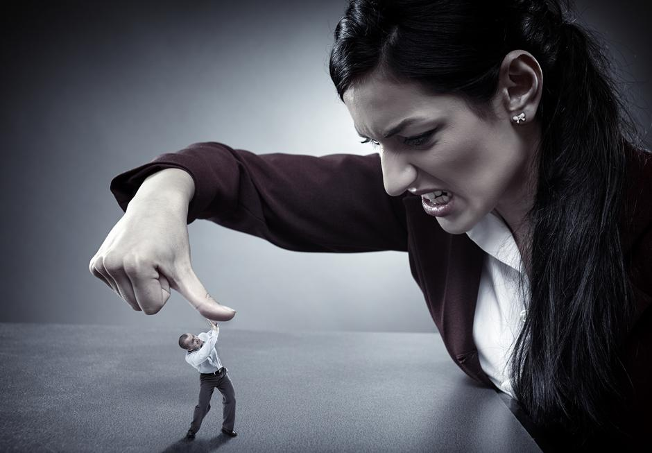Niyə iş mühiti qadınları kişilərə nəzərən daha çox qəddarlaşdırır?