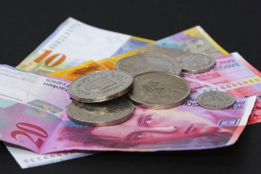 İsveçrə frankı dollar və avroya nisbətdə 30% bahalaşıb
