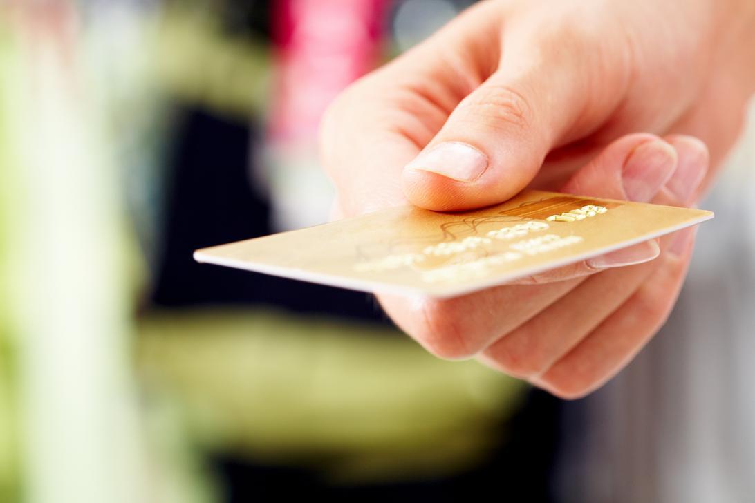 Kredit kartlarından istifadə 4 ildə 2, 25 dəfə  azalıb