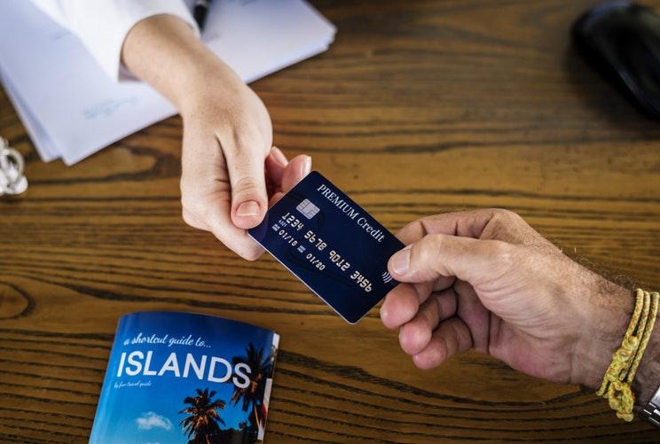 Kredit kartlarının sayı bir ayda 94 min ədəd azalıb