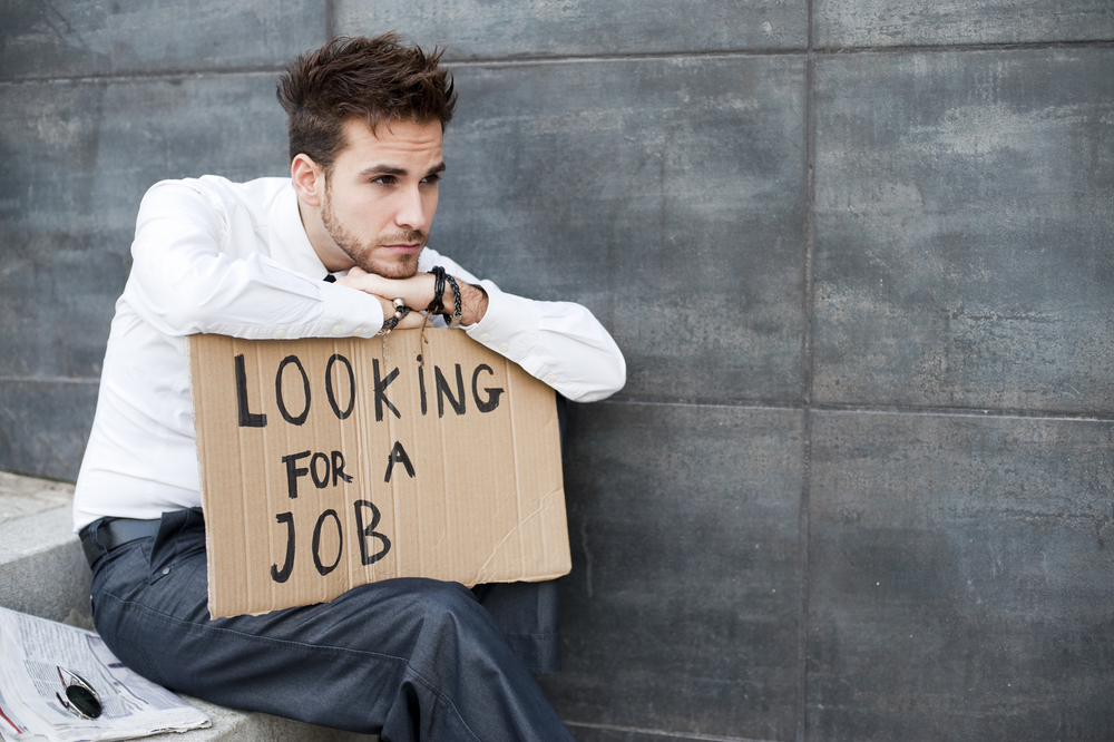 В Британии выпускник получил 100 отказов от работодателей. Раздавая резюме на улице, он нашел работу