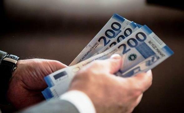 Azərbaycanda nə qədər adam 8 000 manatdan çox maaş alır?