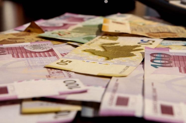 Azərbaycanda bank əmanətləri bu il 22% azalıb