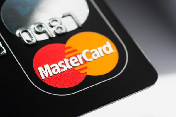 Mastercard поддерживает азербайджанских владельцев карт, продлевая обслуживание просроченных карт