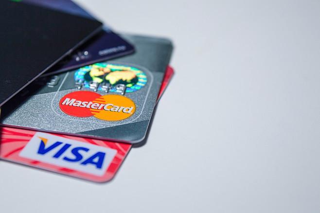 """Avropa bankları """"Visa"""" və """"MasterCard""""dan imtina edir"""