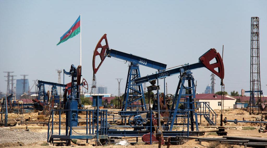 Azərbaycan hökuməti büdcə üçün neftin qiymətini aşağı saldı