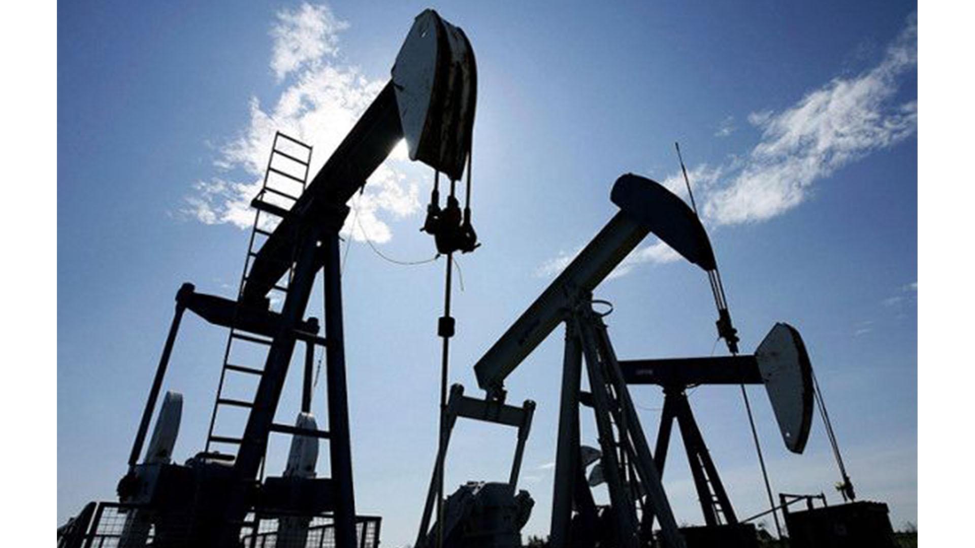 Keçən ay qlobal neft tədarükü gündəlik 99,2 milyon bareli ötüb