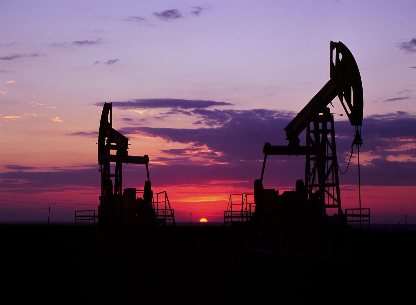 ABŞ neftin qiyməti proqnozlarını aşağı saldı