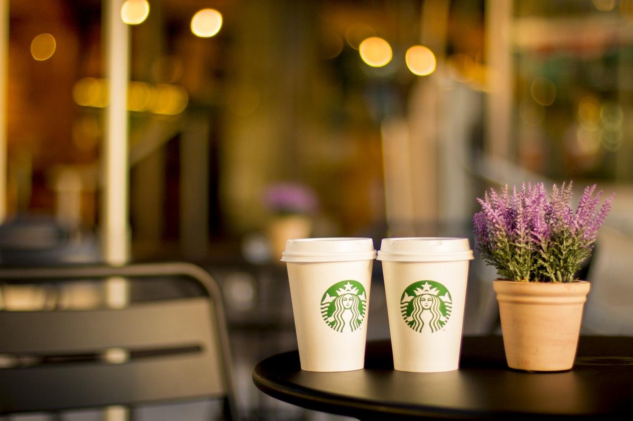 """""""Starbucks""""-ın loqosundakı sirr yoxsa qüsur?"""