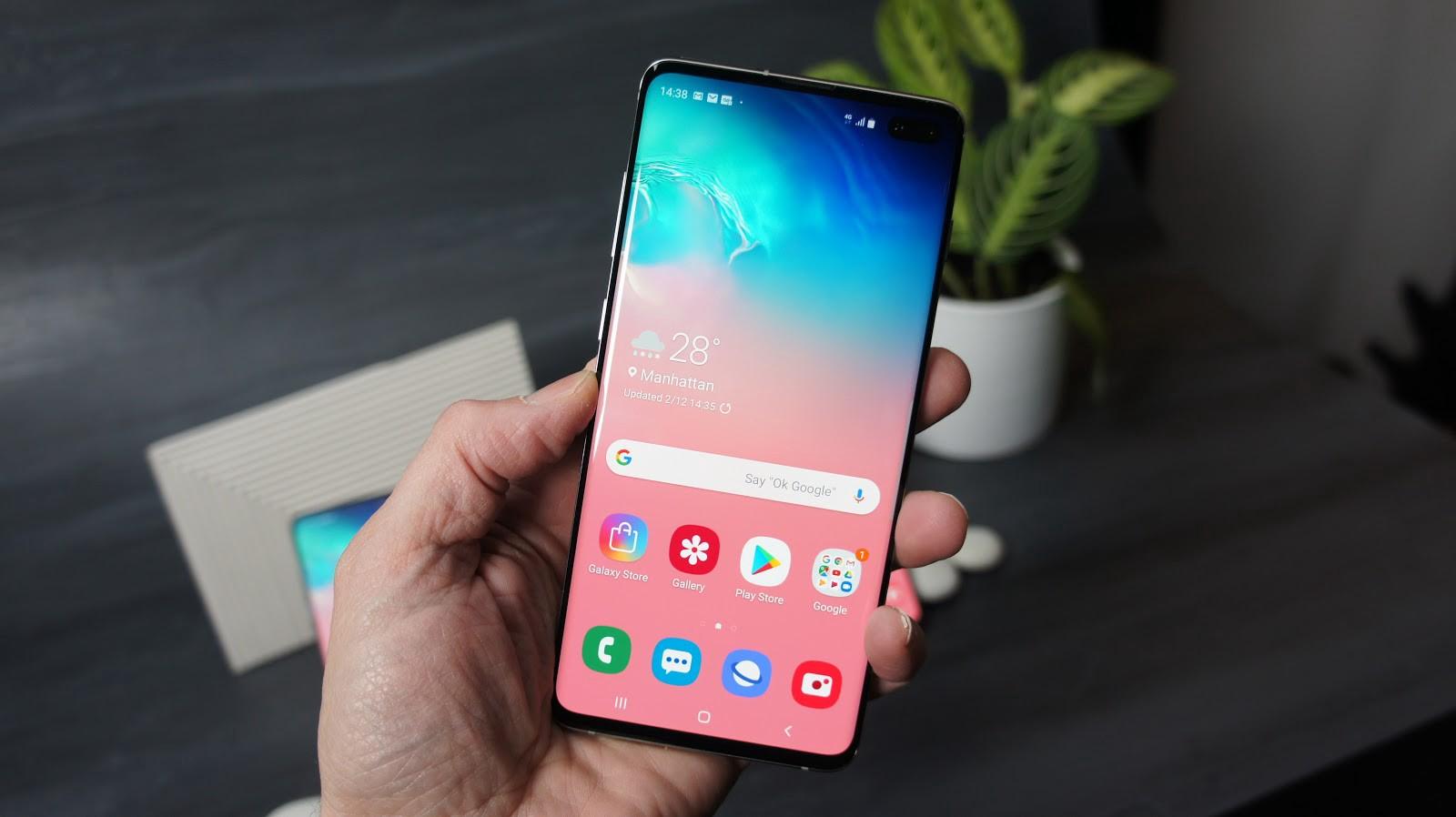 """""""Samsung"""" yenidən smartfon satışında lider olub"""